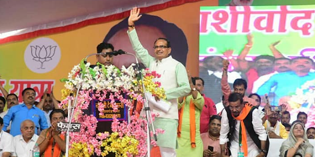 कमलनाथ ने गौ-शाला कहा था, शिवराज सिंह ने गौ-मंत्रालय का ऐलान कर दिया | MP ELECTION NEWS