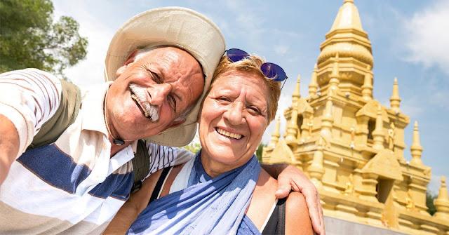 Un estudio afirma que viajar te hace más feliz que casarte