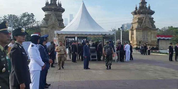 Jokowi Pimpin Upacara Peringatan Hari Pahlawan di TMP Kalibata