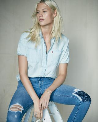 Women's Torn Levi Jeans