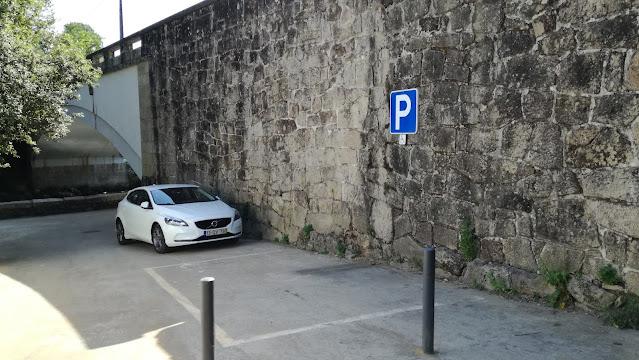 Parque de estacionamento para deficientes