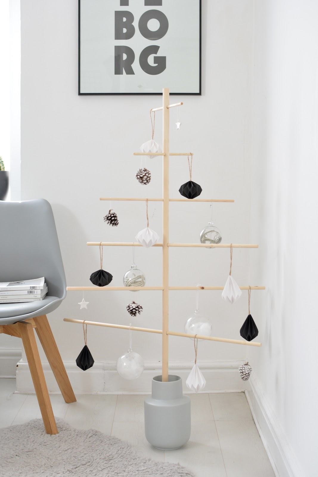 DIY scandinavian wooden dowel christmas tree