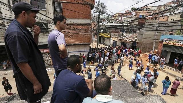 """""""Esto fue una guerra"""", cuentan los vecinos tras noche de caos en Caracas"""