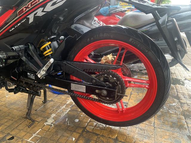Mẫu sơn xe máy Exciter 150 màu đỏ mâm đỏ phối đen