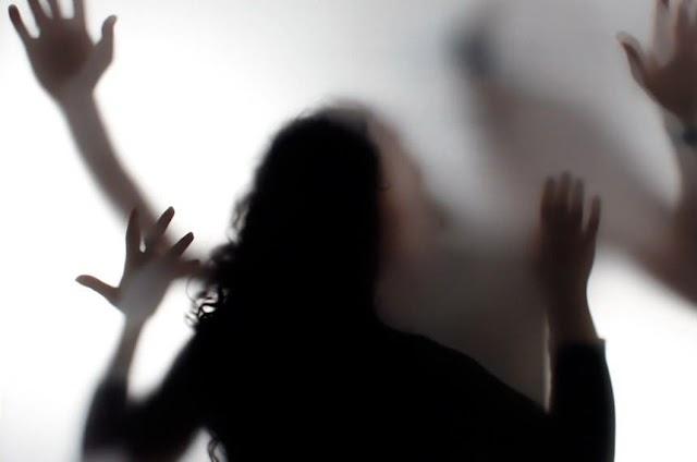 Garota de 14 anos espanca mãe, avó e é detida duas vezes no mesmo dia