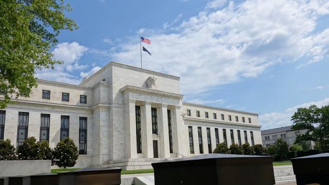 """Trump acusa a la Reserva Federal de """"permanecer sentada"""" mientras el Banco Europeo """"está logrando depreciar al euro frente a un dólar muy fuerte"""""""