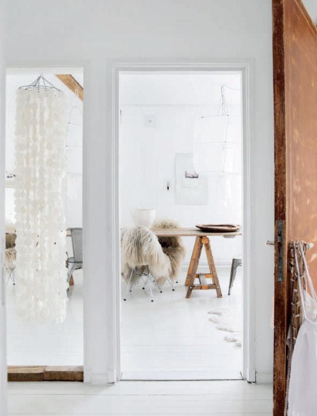 Paleta de colores claros en la casa de la estilista y fotógrafa Line Kay