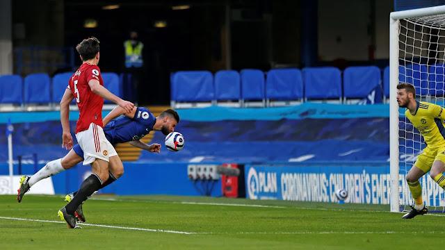 Chelsea striker Olivier Giroud missed a header against Man United