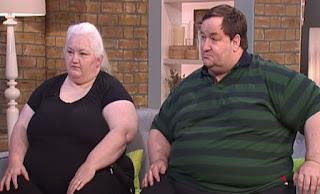 Zυγίζουν 340 κιλά μαζί και δεν μπορούν ούτε να δουλέψουν. δείτε τι επίδομα παίρνουν από το κράτος και θα σοκαριστείτε!