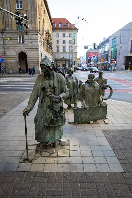 Pomnik Anonimowego Przechodnia-Monumento del passante anonimo-Breslavia