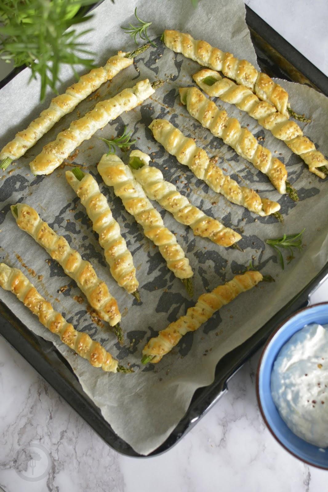 pomysł na zielone szparagi i ciasto francuskie