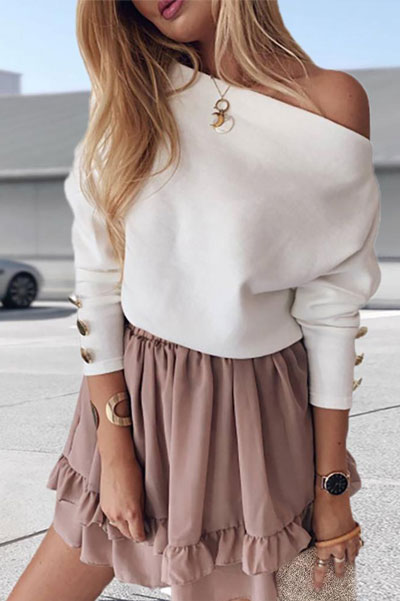 Winter is a great time to step up your personal style. See these 24 Trendy Winter Fashion Ideas for Not So Cold Days. Winter Outfit Ideas for Women via higiggle.com #winter #style #sweater #skirt