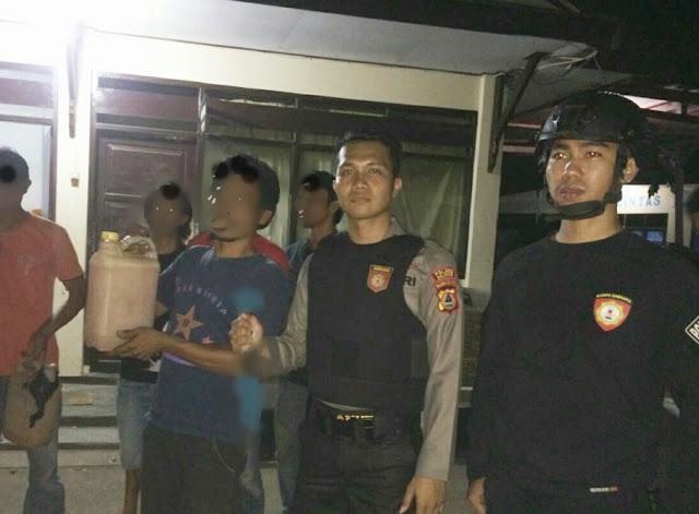 Polisi Amankan Warga, Sementara Pesta Miras Di Balangsembo
