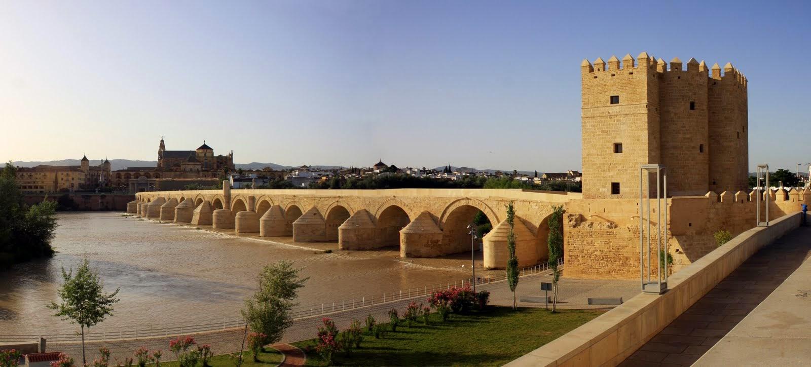 El Puente Romano y la Torre de la Calahorra en Córdoba, Andalucía