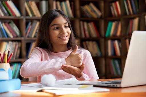 Câmara aprova regras para educação bilíngue de surdos