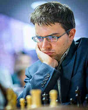 Le Français Maxime Vachier-Lagrave en pleine réflexion hier soir contre le Bulgare Veselin Topalov - Photo © Lennart Ootes