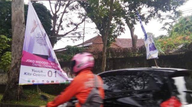 Diterjang Angin dan Hujan Deras, Spanduk Kampanye 01 Rusak di Bogor
