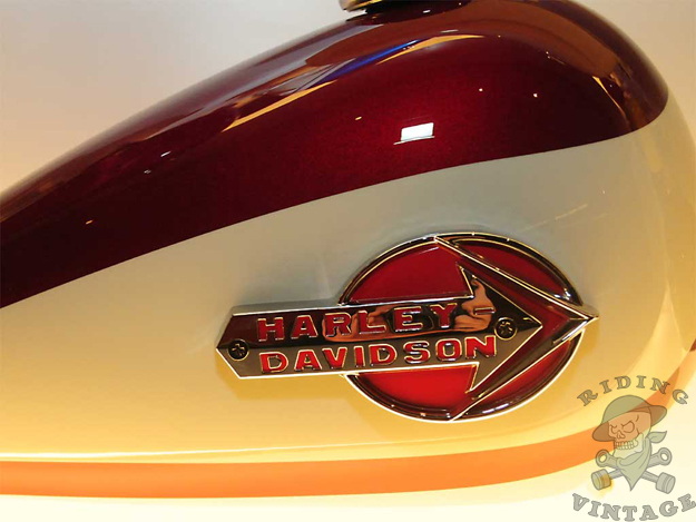 harley-davidson tank emblem and paint colors for 1959 - 1960