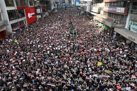 Több tüntetőt vettek őrizetbe Hongkongban, vasárnap is folytatódnak a tiltakozások