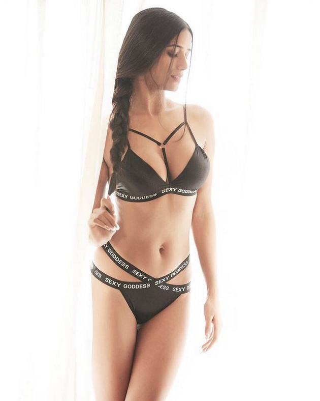 Poonam Pandey Bikini Photo Shoot