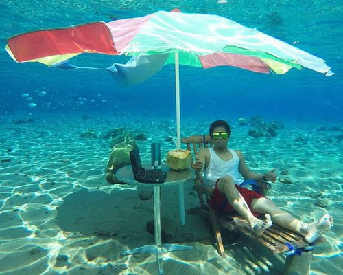 www.Tinuku.com Umbul Ponggok designed to be Bunaken van Klaten as fresh water snorkeling sites and selfie paradise