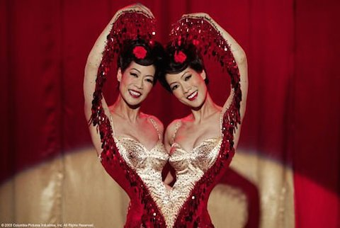 des soeurs siamoises, toujours au cirque, chez Tim Burton (Big Fish, 2003)