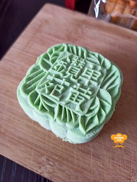 One World Hotel PJ - Zuan Yuan Moon Cakes - Snow Skin - White Lotus Paste with Single Yolk