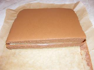 retete blat de martipan cu crema de ciocolata si unt de arahide, retete prajituri dulciuri deserturi bomboane si praline de casa,