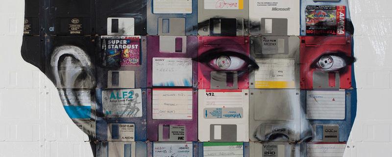 Nick Gentry recupera el disquete como base de su obra