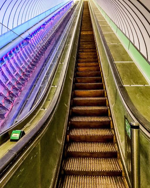 historic wooden escalator, a 12 mile walk to the pedestrian tyne tunnel, mandy charlton photographer, writer, blogger
