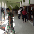 Sambut Ramadhan, Anggota Koramil 09 Karangtengah Gotong Royong Bersihkan Masjid