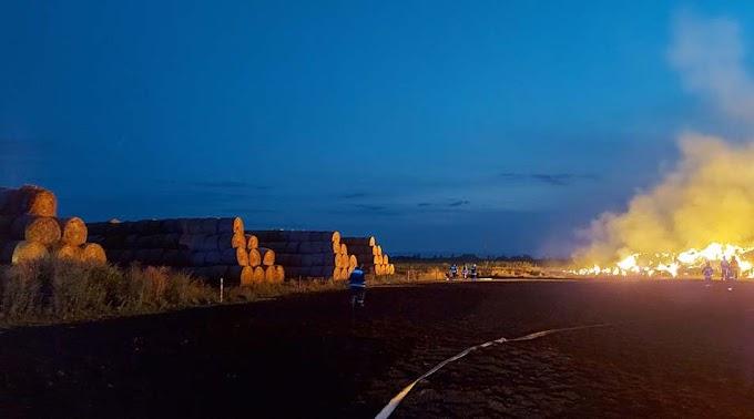Több mint ezer szalmabála gyulladt ki Sarudnál