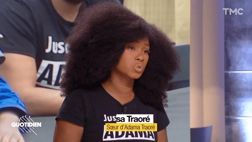 Assa Traoré se prend les pieds dans le tapis du plateau de  l'émission « Quotidien TMC »