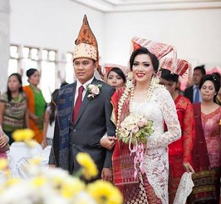 Baju Resepsi Pernikahan Batak