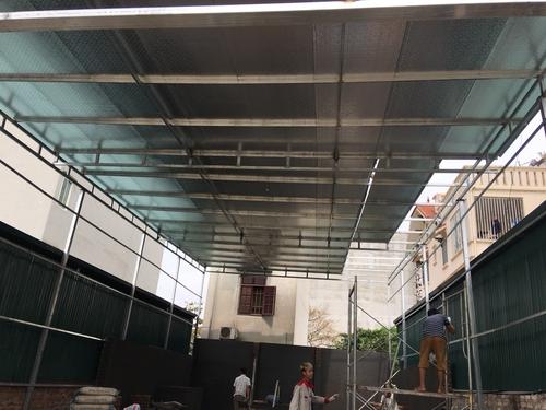 Cách chống thấm dột mái tôn bằng miếng tôn hỗ trợ