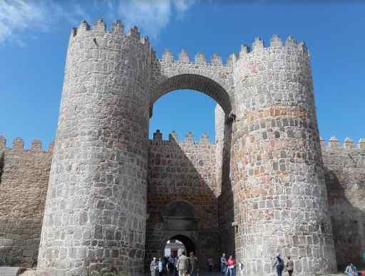 Las murallas y torreones de Ávila