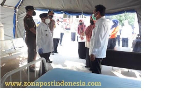 Bupati Situbondo Drs. H. Karna Suswandi, MM., Tinjau Langsung Tenda Darurat di RSUD Abdoer Rahem Situbondo