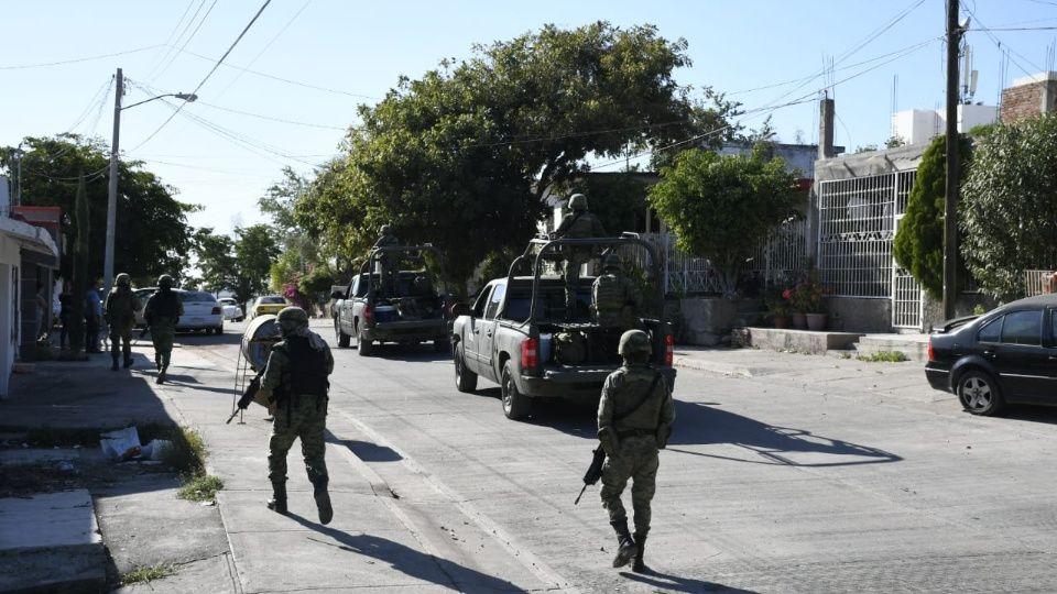 Sicarios bloquearon las calles para llevar a cabo la orden del Mayo, Marinos y Soldados no intervinieron hasta que los Sicarios terminaron el encargo