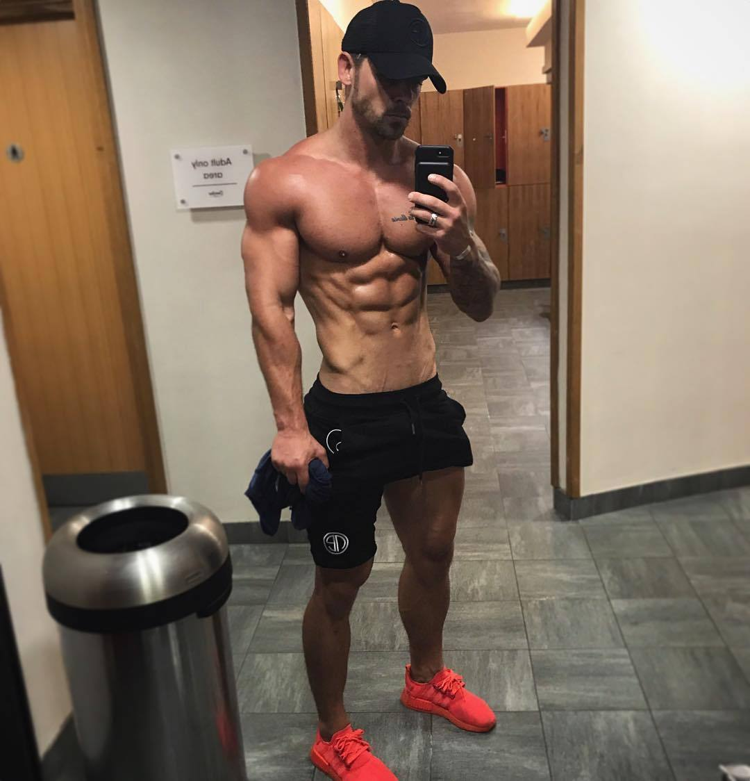strong-shirtless-muscular-bad-boy-ripped-abs-pecs-selfie
