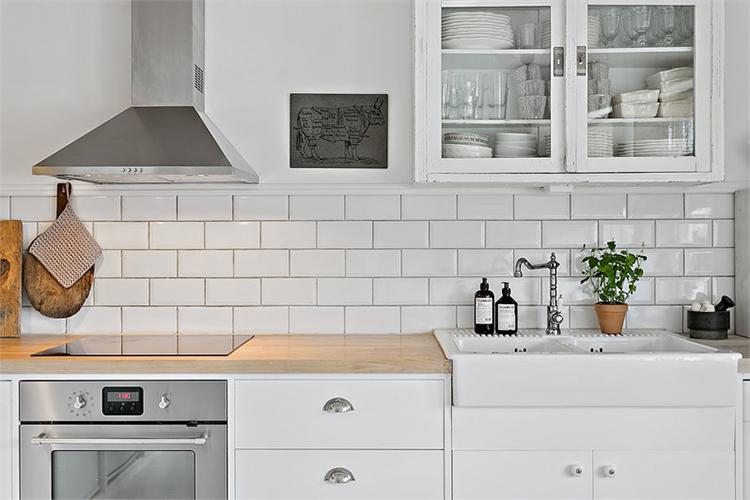 cocina blanca estilo nordico decoracion nordica baldosa metro blanca white tiles interiorista barcelona alquimia deco muebles ikea