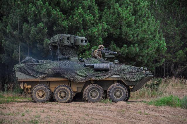 xe bọc thép chống Tank tám bánh