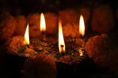 100 words essays on diwali