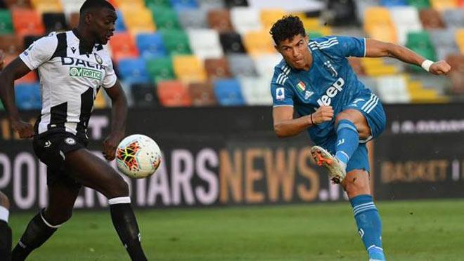 Juventus hụt vô địch Serie A: HLV Sarri mắng học trò, bị đối thủ cà khịa