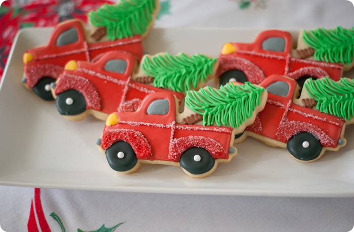 how to decorate a truck with Christmas tree cookie