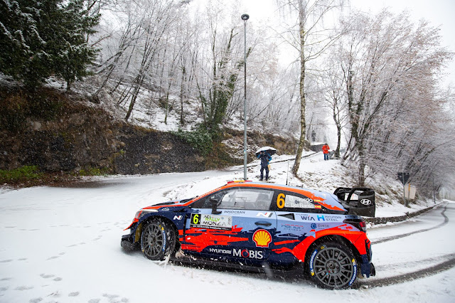 Dani Sordo on a snowy Monza rally stage