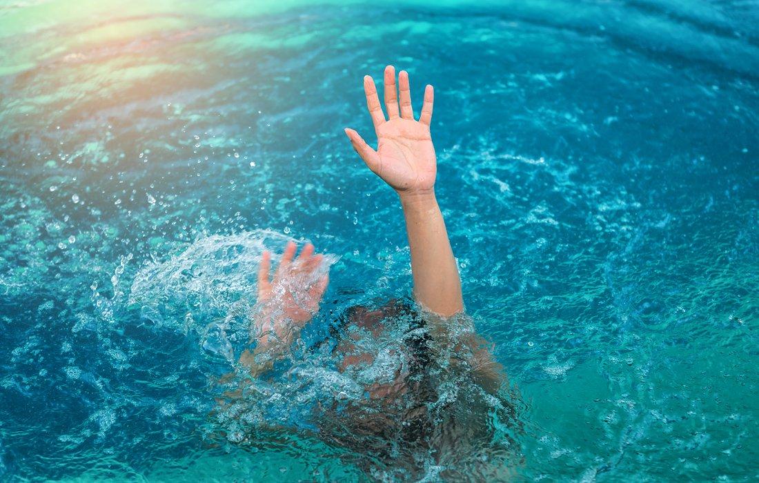 Πνίηγηκε 74χρονη στη θάλασσα