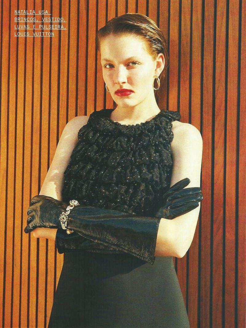 Editorial de moda com vestidos de paetês e muito brilho