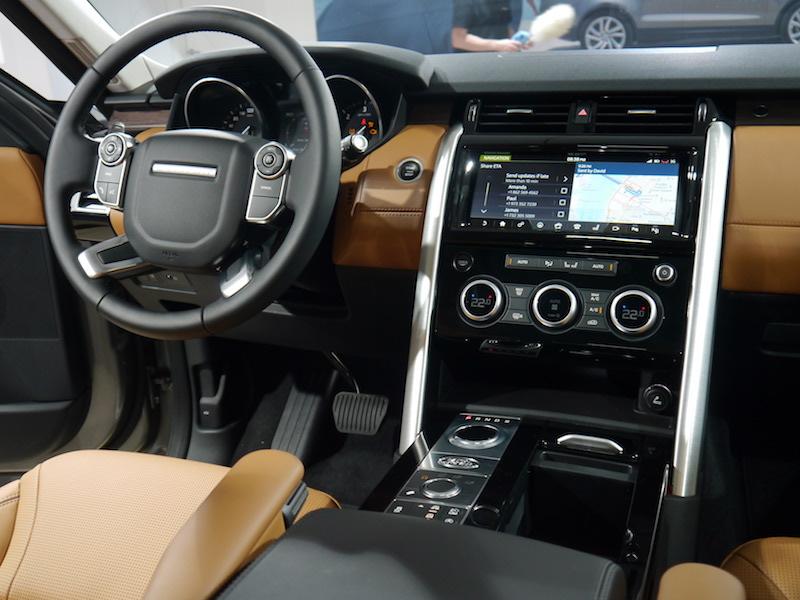 Hình ảnh nội thất chi tiết của Discovery 5 HSe Luxury bản full option