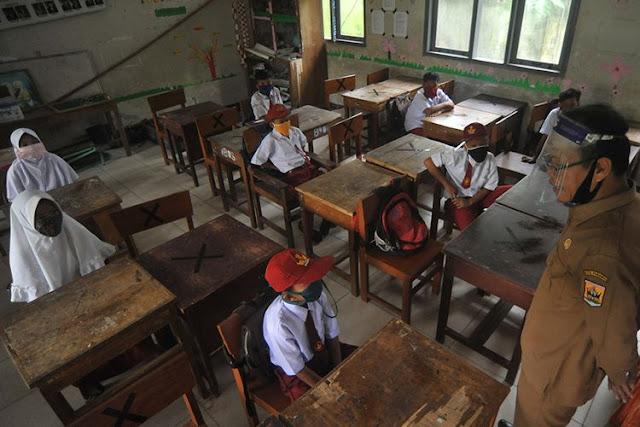 Bantuan Rp 2,4 Juta Setiap Guru