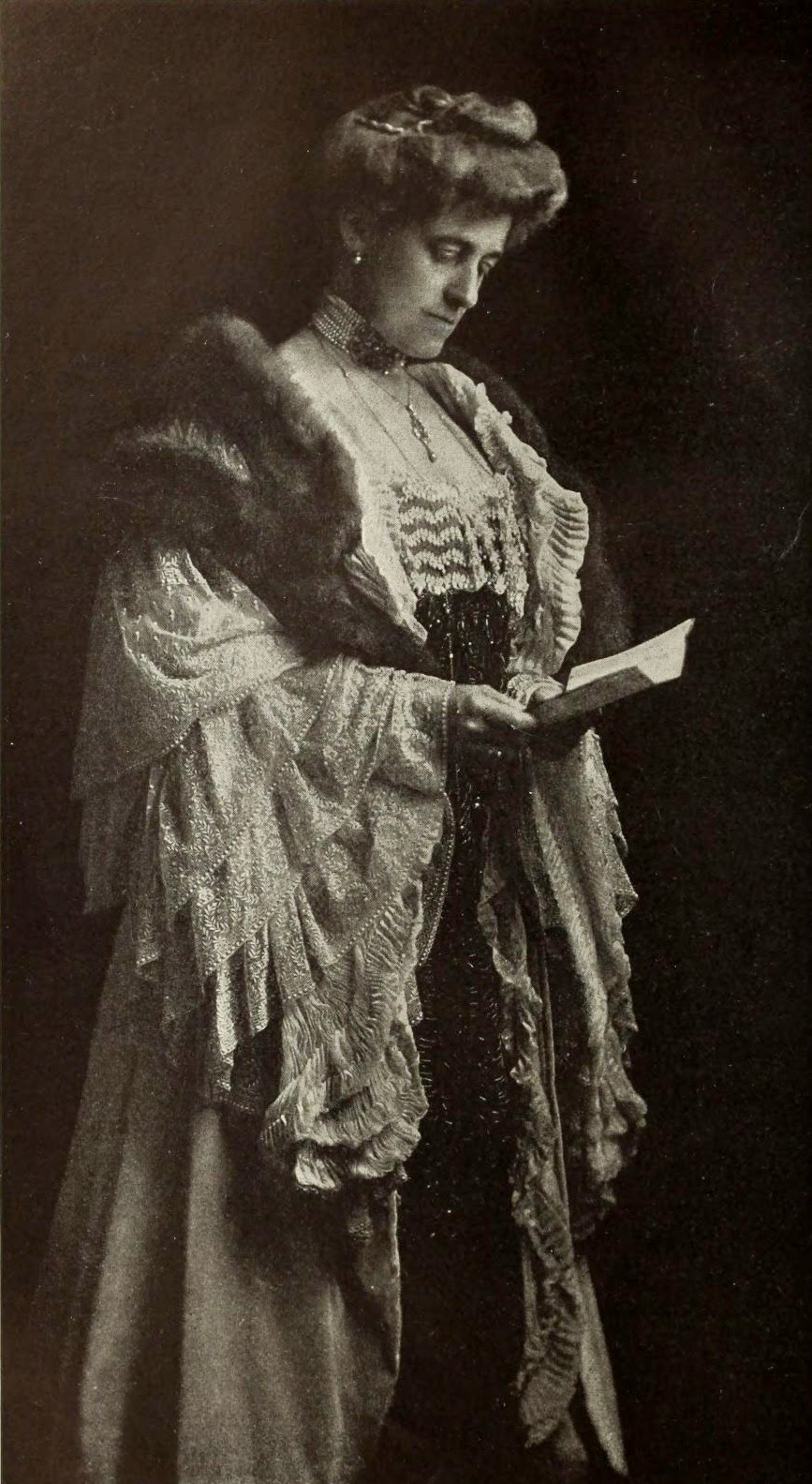 Image of Edith Wharton - Source: http://upload.wikimedia.org/wikipedia/commons/f/fb/Picture_of_Edith_Wharton.jpg
